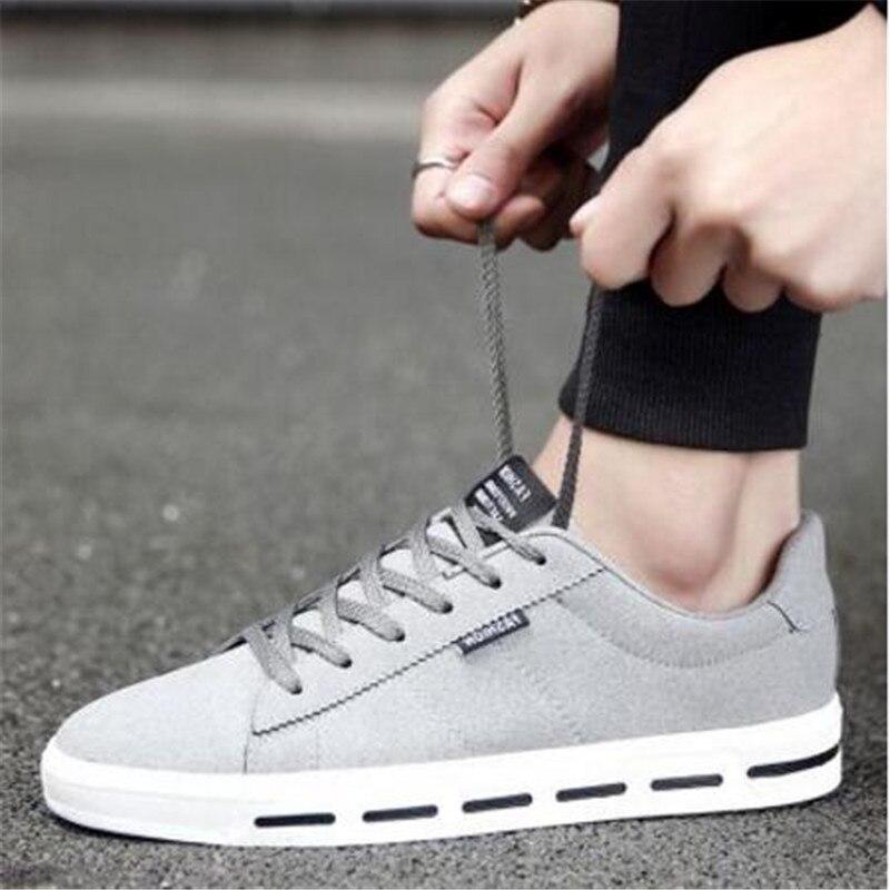Prix pour Style britannique hommes planche à roulettes chaussures qualité plat avec des baskets en toile pour hommes populaires sneakers hommes chaussures 39-44