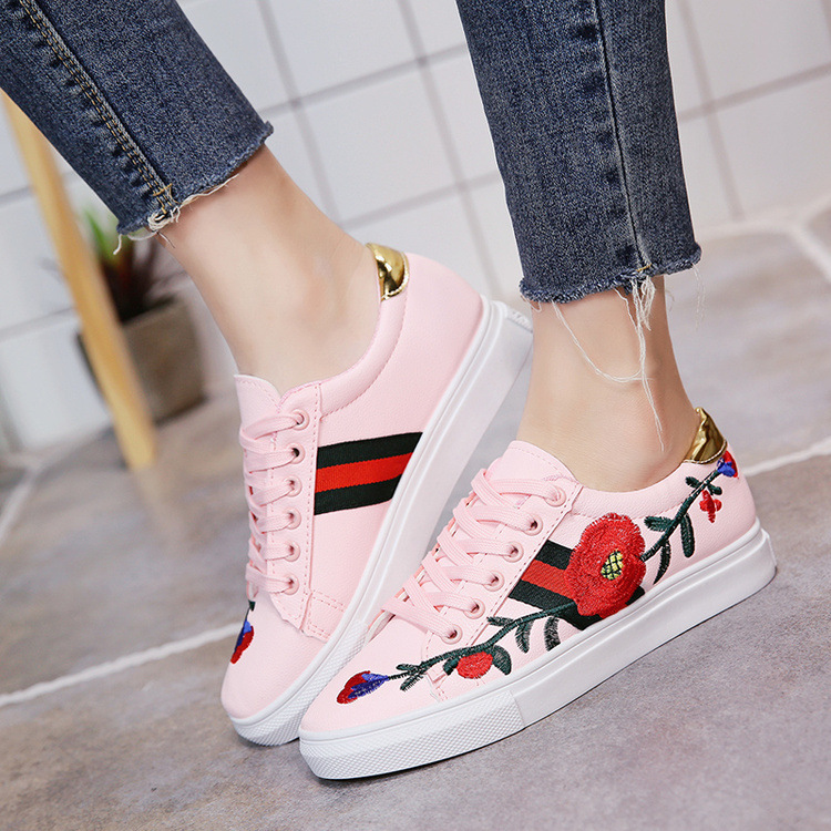 Girl Sneakers Flat Casual Tennis Shoes 2018 Spring New Tide with Korean Womens Shoes Rose Embroidery White Shoes Women