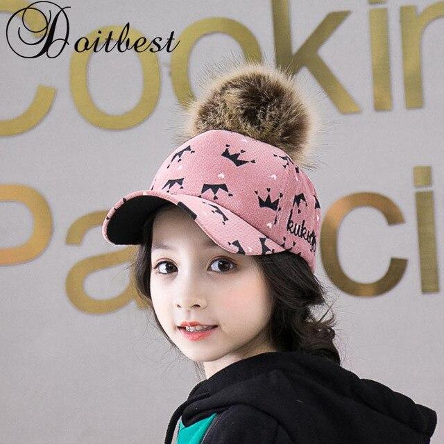 Niños Hip Hop corona imprimir gorra de béisbol otoño fur hairball niños  sombrero de invierno niños e2eef0412a4