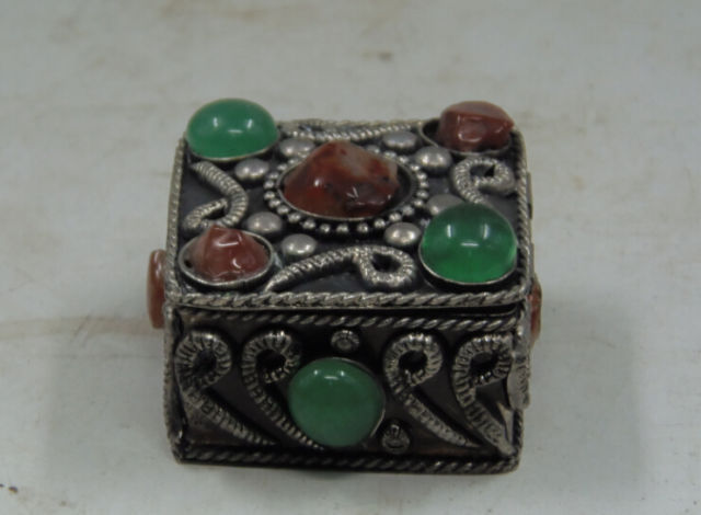 Exquisite Chinese old collectibles Tibetan silver jewelry box carved with flowers inlaid artificial stones