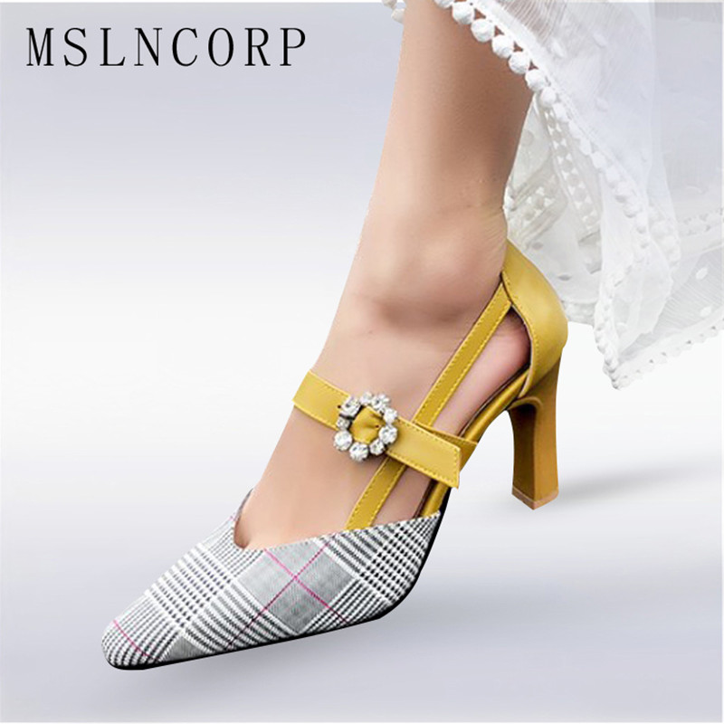 fc62aa2b7dc06 Plus size 34-47 Mulheres Sandálias de Salto Alto Da Moda Verão Senhora Do  Escritório Bombas Zapatos Mujer Cristal Fivela Dedo Apontado sapatos de  festa