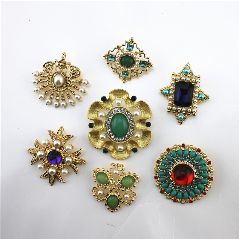 Fashion New Matte Gold Multi-style Inlay Resin Brooch Coat Coat Shawl Accessories Pin 2019 Gorgeous Boutonniere Wholesale