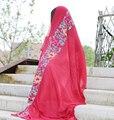 Popular nuevo algodón flores bordadas estilo étnico bufandas chal protector solar Femenina bufanda de viaje de color sólido