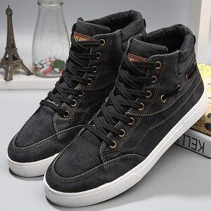 Image 1 - 男性のデニム靴耐摩耗性ファッション高トップスニーカーカジュアルシューズメンズレースアップ 2019 ホットブランド靴黒