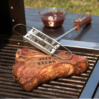 43cm Grill żelazny stempel Tong 55 liter DIY Grill nadrukowane litery Grill stek narzędzie mięso Grill widelce Grill akcesoria narzędziowe 78 tanie i dobre opinie Narzędzia Quail Nie powlekany Tokarstwo Metal Odporność na ciepło Łatwo czyszczone Spawane iron 5969