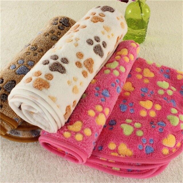 Nuevas alfombras de cama de perro bonito suave de franela de paño grueso y suave con estampado de pata de pie manta para mascotas medio de perros y gatos