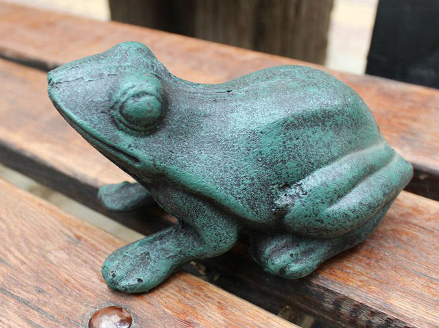 Rustic Cast Iron Frog Stepping Stone   Garden Accent   Metal Yard Decor  Amphibian, Vintage