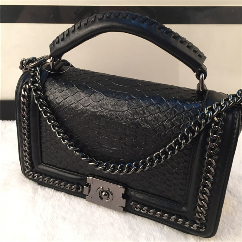 Luxury designer tote bag Women Genuine Leather Handbags famous brands Women Quilted Messenger Bag Chain Shoulder Bags clutch sac punk rivet handbags women bags designer brands shoulder bags chain messenger bag clothes shape black tote bolsas femininas a0337