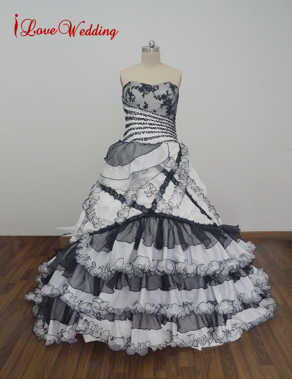 iLoveWedding New Spectacular Black and White Vintage Gothic Wedding Dresses Ball Gown Cascading Ruffles Tiered Lace Bridal Dress