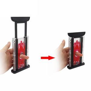 Image 1 - プラスチックハンドカッター指チョッパーギロチンツール子供の魔法のトリックのおもちゃの小道具魔法用品実用的なジョークのおもちゃ