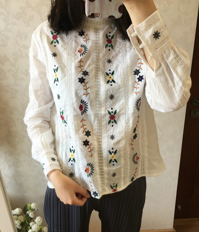 Woman Shirt Openwork Flower Embroidery 100 Cotton Shirt with natural Shell button