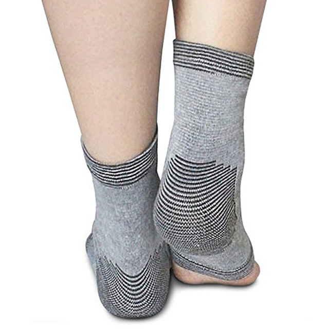 91a65b4b86 Tcare 1Pair Compression Socks Plantar Fasciitis Socks Foot Sleeves with  Heel Arch & Ankle Support, Relieve Pain for Women & Men
