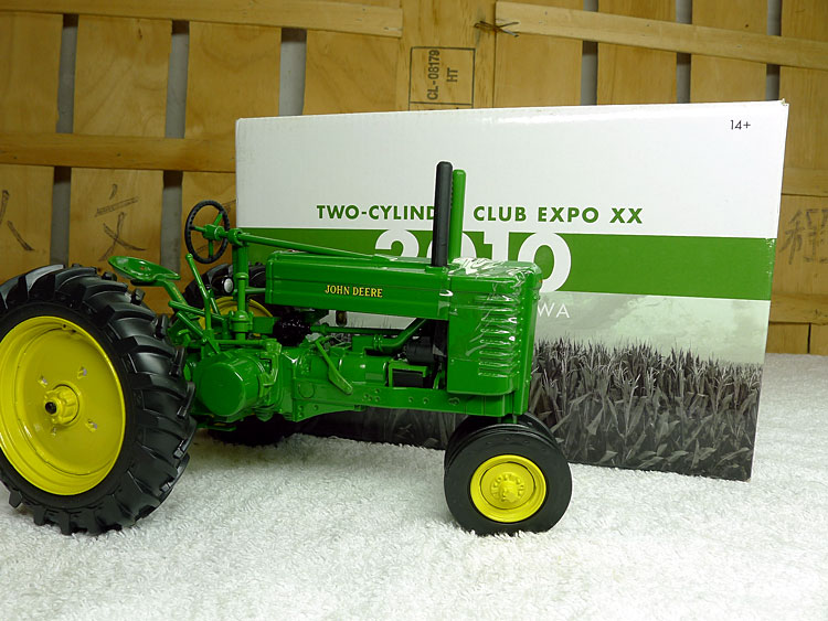 KNL HOBBY J Deere GM 1942 World War II classic tractor agricultural vehicle model collection gift ERTL 1:16