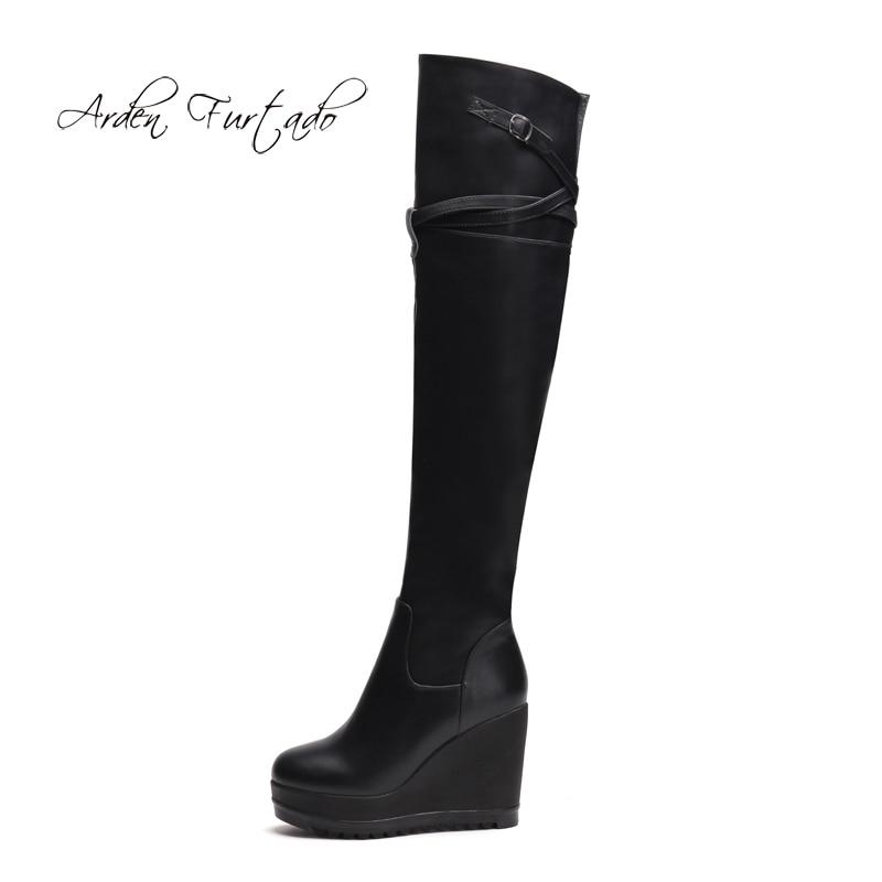 Arden Furtado 2018 herfst winter rits platform wiggen laarzen over de knie gesp vrouwen schoenen dames hoge hakken 9 cm-in Over de knie laarzen van Schoenen op  Groep 1