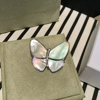 New Brand Fashion Brand Jewelry For Women Party Jewelry Butterfly Brooches Mother Shell Pearl Wings Silver Color Brooches 5*4CM