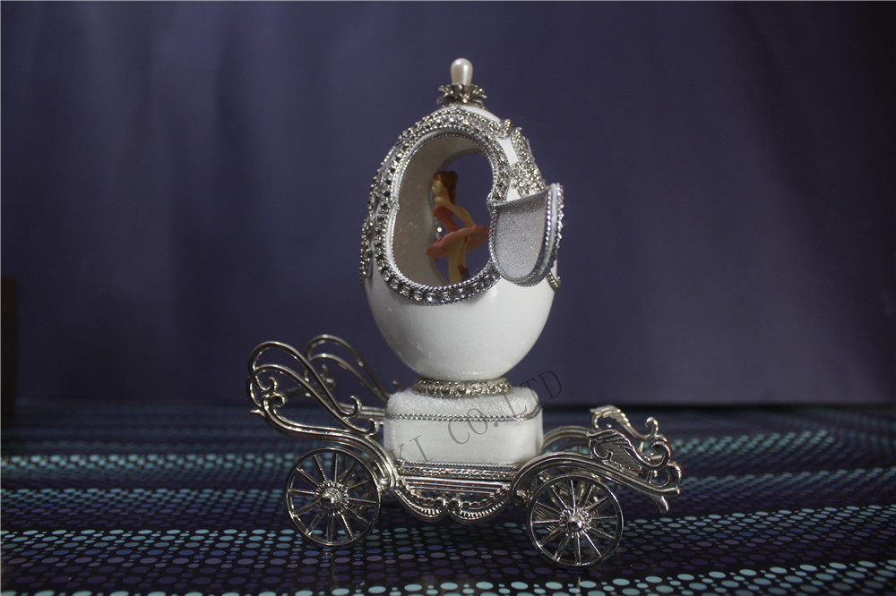 White Eggshell Carriage wedding Music Box Noble Music Jewelry Box