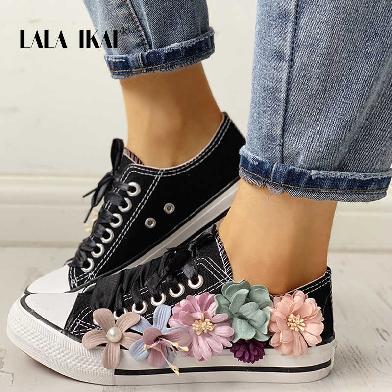 LALA IKAI Ayakkabı Kadın Sneakers 3D Çiçekler kanvas ayakkabılar Siyah Beyaz Dantel-Up Rahat Vulkanize Ayakkabı için Kadın Flats 014A3797-4