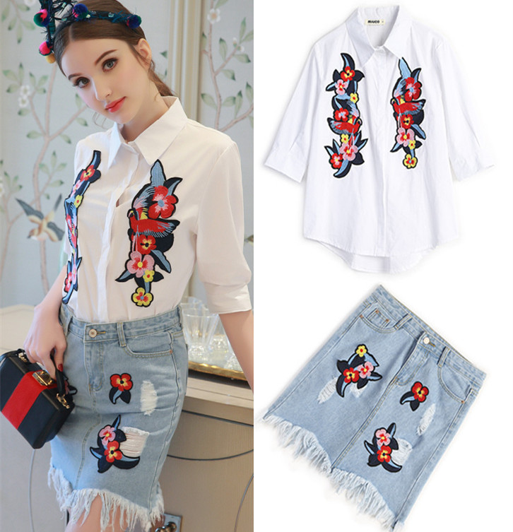ФОТО Women Europe Summer Flowers Embroidery Appliques Cotton Shirts Tops And Ripped Holes Skirt Denim Jeans Ripped Skirt Suits NS397