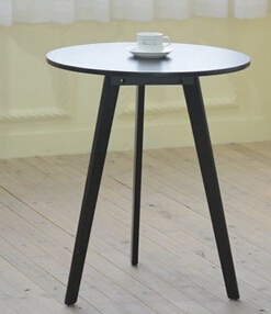 The Nordic leisure tripod. White round coffee table.