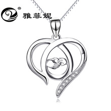 deserve to act the role of detonation Big hands holding hands love hollow out a necklace Mother's day gift yiwu act of love