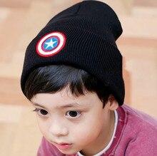 Новая зимняя Ребенка Капот симпатичный мультфильм звезда вышитые вязаная шапка ухо щит Капитана Америки Гражданской Войны дети зимняя шапка