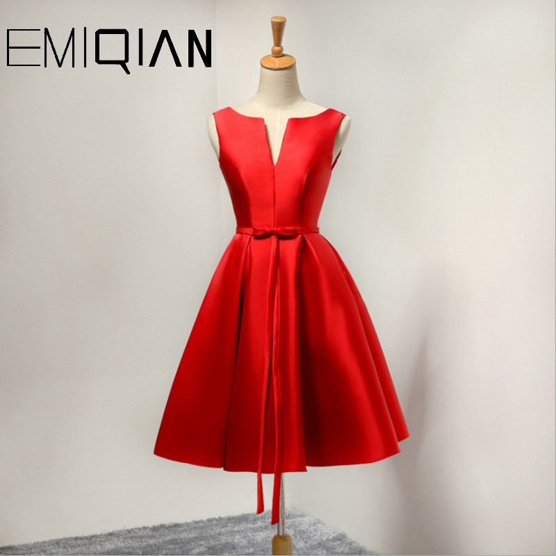 Sexy Lace Up Closure Satin Graduation Party Gowns Short Prom Dresses