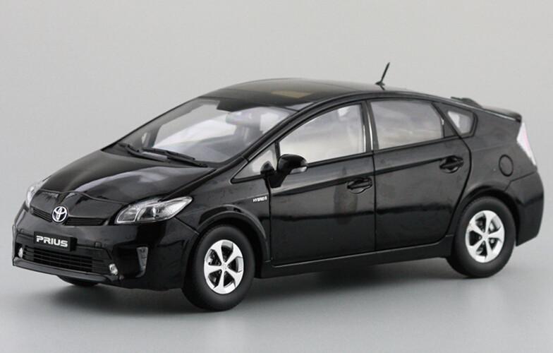 Игрушечная техника и Автомобили 1:18 TOYOTA Prius