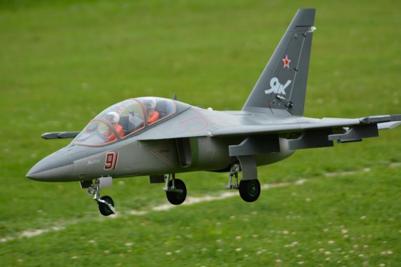 Freewing 90 мм Yak130 RC Jet PNP FJ3011