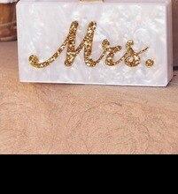 Bolso de mano con diseño de perlas blancas plateadas brillantes doradas con nombre letras Mrs caja acrílica personalizada para mujer