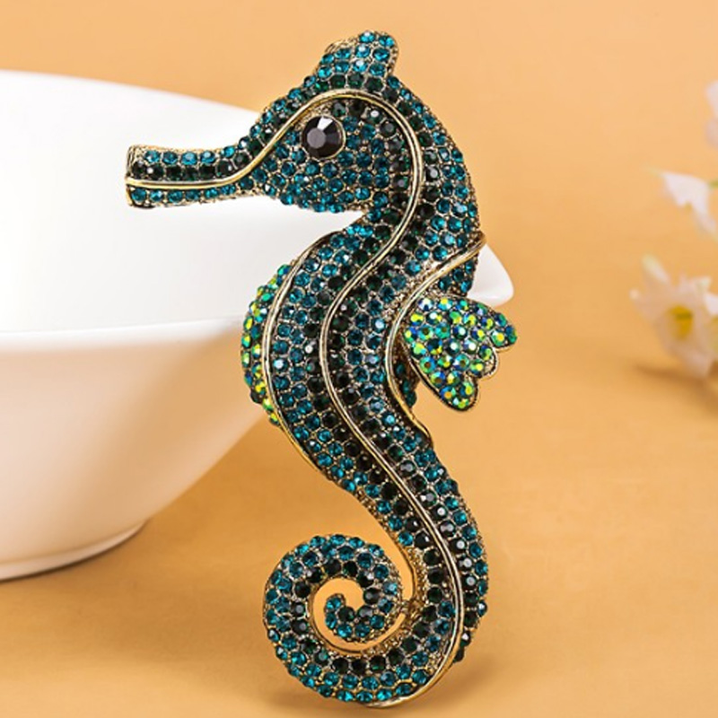 12 stks/partij groothandel mode Boog Seahorse Animal Broche Voor Mannen Vintage Rhinestone Crystal Hoeden Accessoires Hijab Pin-in Broches van Sieraden & accessoires op  Groep 1