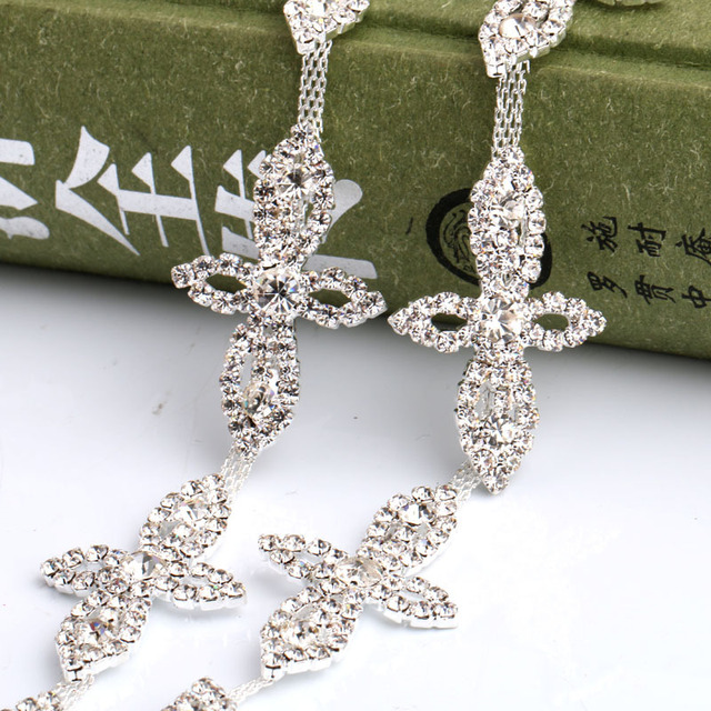 The new clover glass crystal Rhinestone claw chain apply to DIY Wedding  Dress and Clothing Decoration 1yard 3fa5626b8cfa