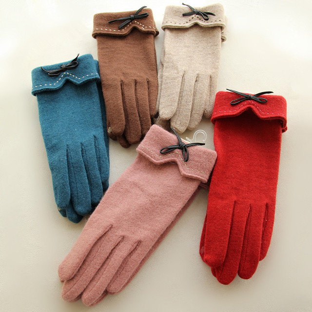 Fashion Elegant Female Wool Touch Screen Gloves Winter Women Warm Cashmere Full Finger Leather Bow Dotted embroidery Gloves A29 2