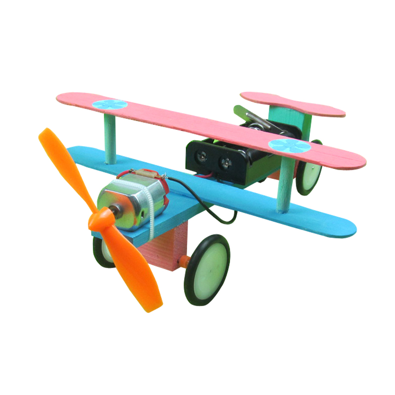 Children's science making small electric glide aircraft