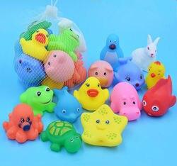 13 pcs Misturados Encantadoras Animais Natação Brinquedos Coloridos de Borracha Macia de Água Float Squeeze Som Estridente Brinquedo de Banho Para Banho Do Bebê brinquedos