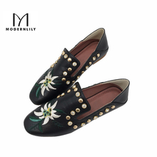 Woman Boat Shoes PU Leather Embroidery Floral Crystal Black Ladies Summer Slip On Lazy Casual Loafers Flat Shoes For Women Gg