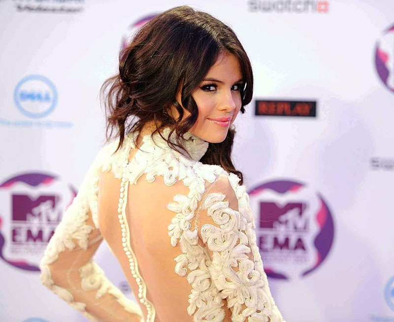 Selena-Gomez-Dress-2015-New-Red-Carpet-Dresses-Short-White-Party-Dresses-Mini-Evening-Dress-Long (1)