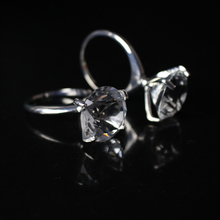 12pcs/lot Exquisite Diamond Crystal Napkin Rings for Wedding Party Table Decoration