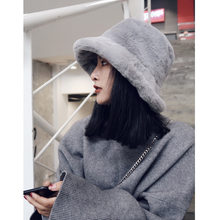 b6daa9fc37936 retro color thick warm fur leisure hat Women Winter Hat flat caps Wool  Mixed Outdoor Beanies
