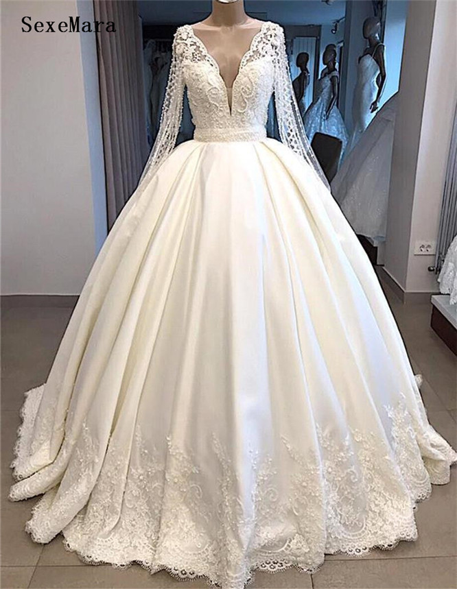 Gorgeous Long Sleeves Ball Gowns Wedding Dresses V-Neck Lace Appliques Pearls Beaded Buttons Back Princess Bridal Gowns