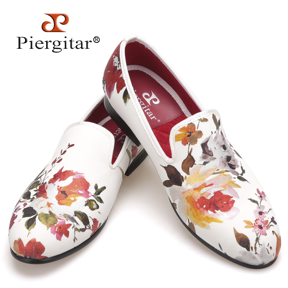 2018 new style Handmade white color print gold flower China style men loafers wedding and party men shoes Fashion men's flats men loafers paint and rivet design simple eye catching is your good choice in party time wedding and party shoes men flats