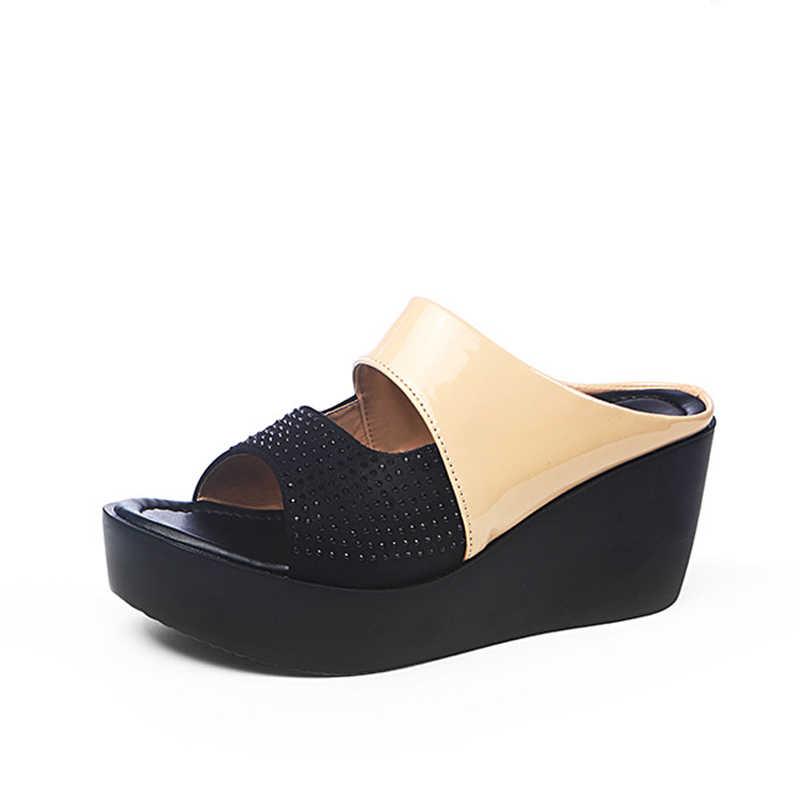 女性プラットフォームウェッジスリッパクリスタル中空アウト厚底女性スライドサンダルピープトウシューズコン夏の靴女性