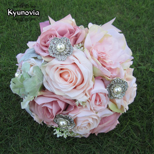 Image 5 - Kyunovia セット結婚式のブーケブートニエールと手首の花のコサージュのブローチブーケ花嫁介添人ブライダルブーケ結婚式デコ D81