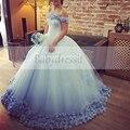 Puffy Cuello Del Barco del Hombro de Luz Azul vestidos de Quinceañera vestido de Flores Niña Palabra de Longitud vestido de Bola del Dulce 16 vestidos