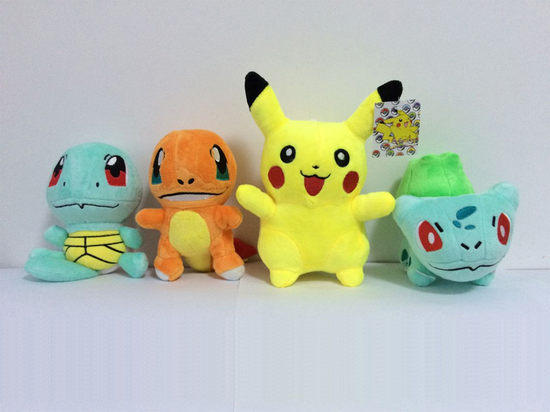 4Pcs / lot Pussel Leksaker Pikachu & Bulbasaur & Squirtle & Charmander Anime Movie Plysch Toy Fyllda Djur Plush Dolls