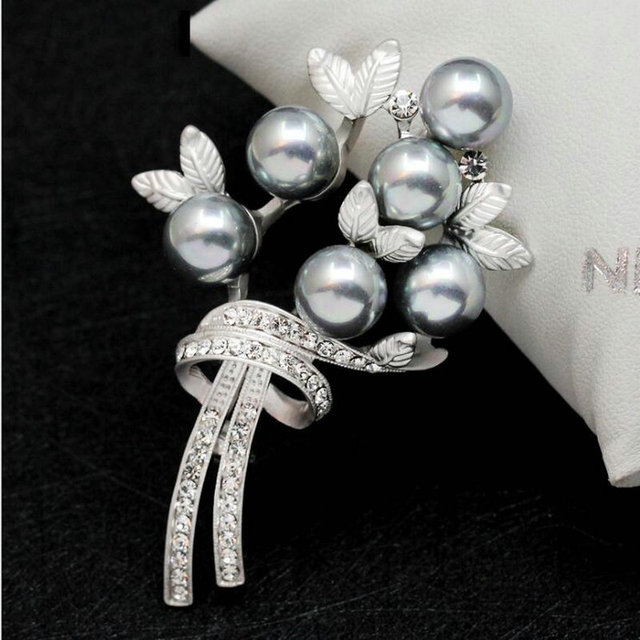 AMGJ High Quality Pearl Grape Bunchiness Brooches Crystal Alloy Jewelry Collar Needle Pin For Women 's Day Free Shipping