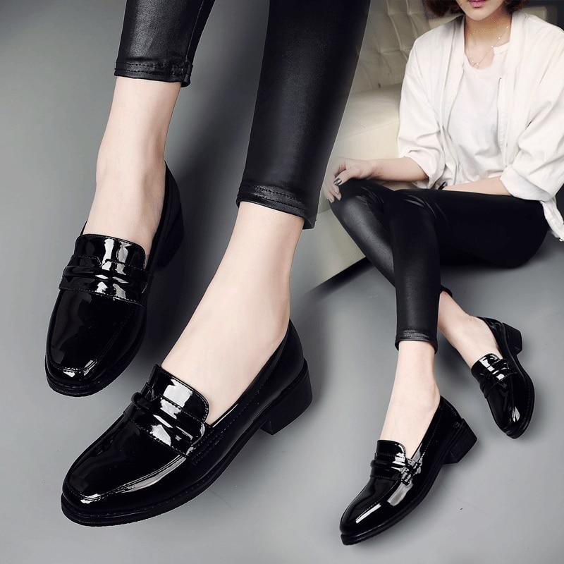 Alta calidad mujeres del cuero de patente zapatos mocasines Solid señora casual