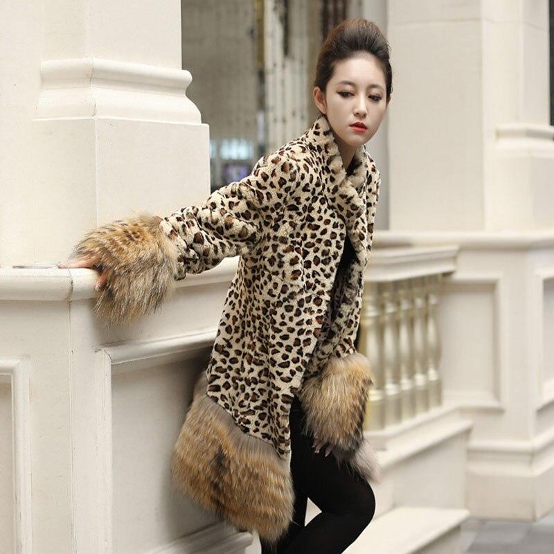 뜨거운 판매 새로운 2018 여성 가짜 모피 코트 패션 긴 섹션 슬림 토끼 모피 자켓 너구리 모피 커프 랩 스플 라이스 따뜻한 모피 코트-에서인조 퍼부터 여성 의류 의  그룹 1
