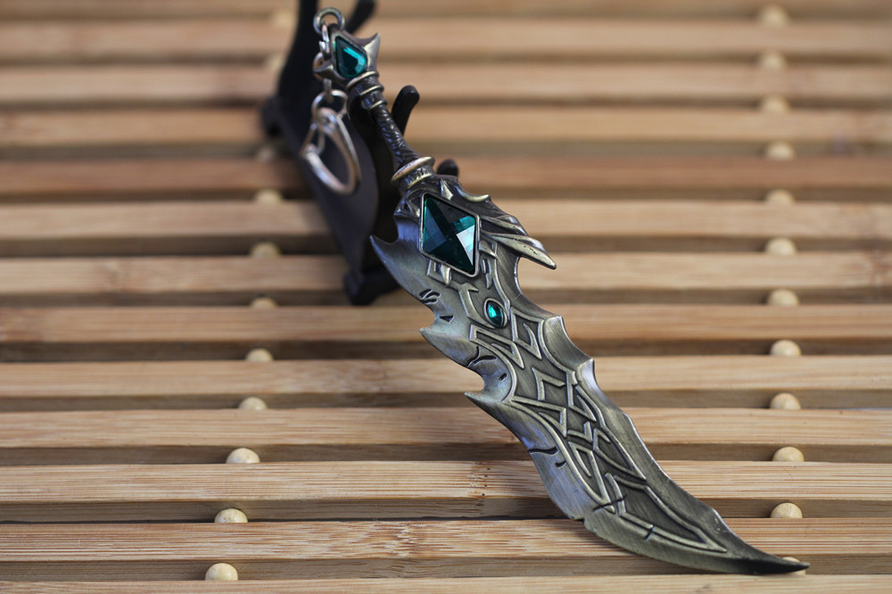 17cm The LOL Weapon Hot Selling Keychain Different Style Fashion Jewelry Tryndamere Keyring Weapon Model Keychains