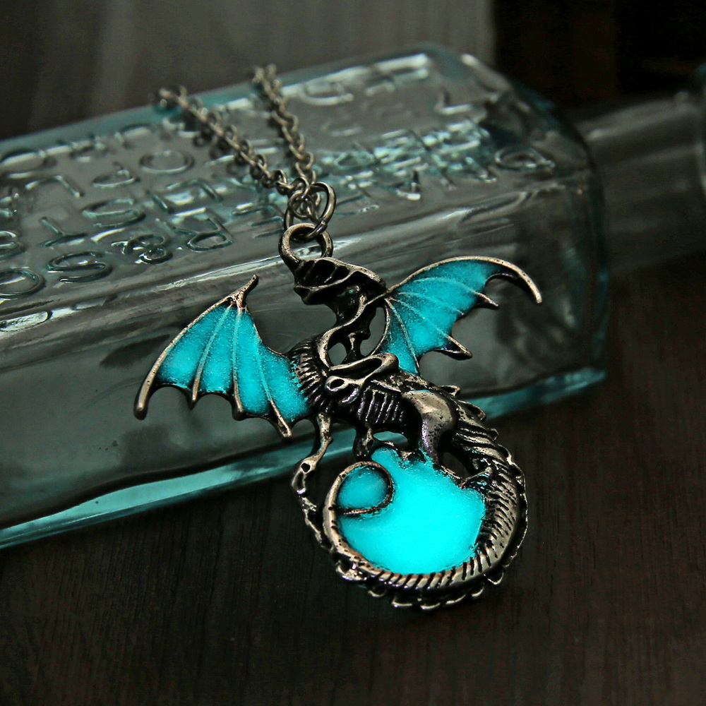 Game of Throne Jewelry Glow In The Dark Necklace Punk Dragon Necklaces For Woman Man Pendants Fluorescence Accessories Vintage 13