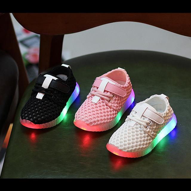 Niños nuevos niños de la manera shoes con led light up shoes luminoso que brilla zapatillas niño niños niñas bebé recién nacido sneakers